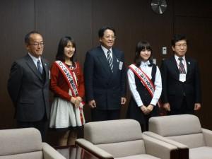 内田康宏岡崎市長、中安副市長、寺田副市長と記念撮影