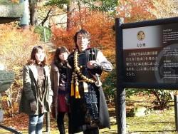 グレート家康公「葵」武将隊の皆さんに、岡崎公園内の史跡をご案内いただきました